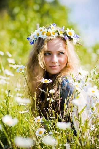 Русской красивой молодой девушки